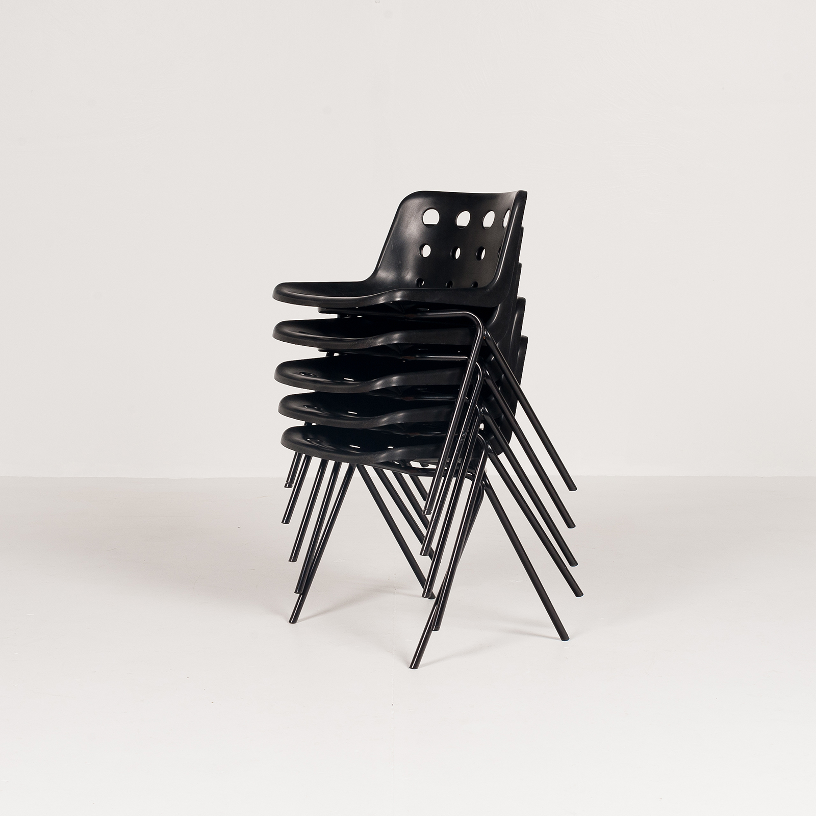 Polo Stacking Chair By Robin Day In Black Polyproylene, 1970s, England5887