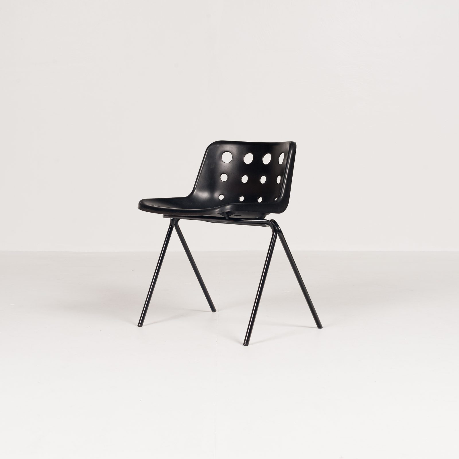 Hero Polo Stacking Chair By Robin Day In Black Polyproylene, 1970s, England5880